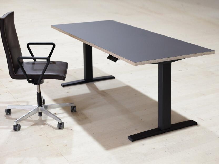 Hubert motorisiert (Bein versetzt), Tischgestelle